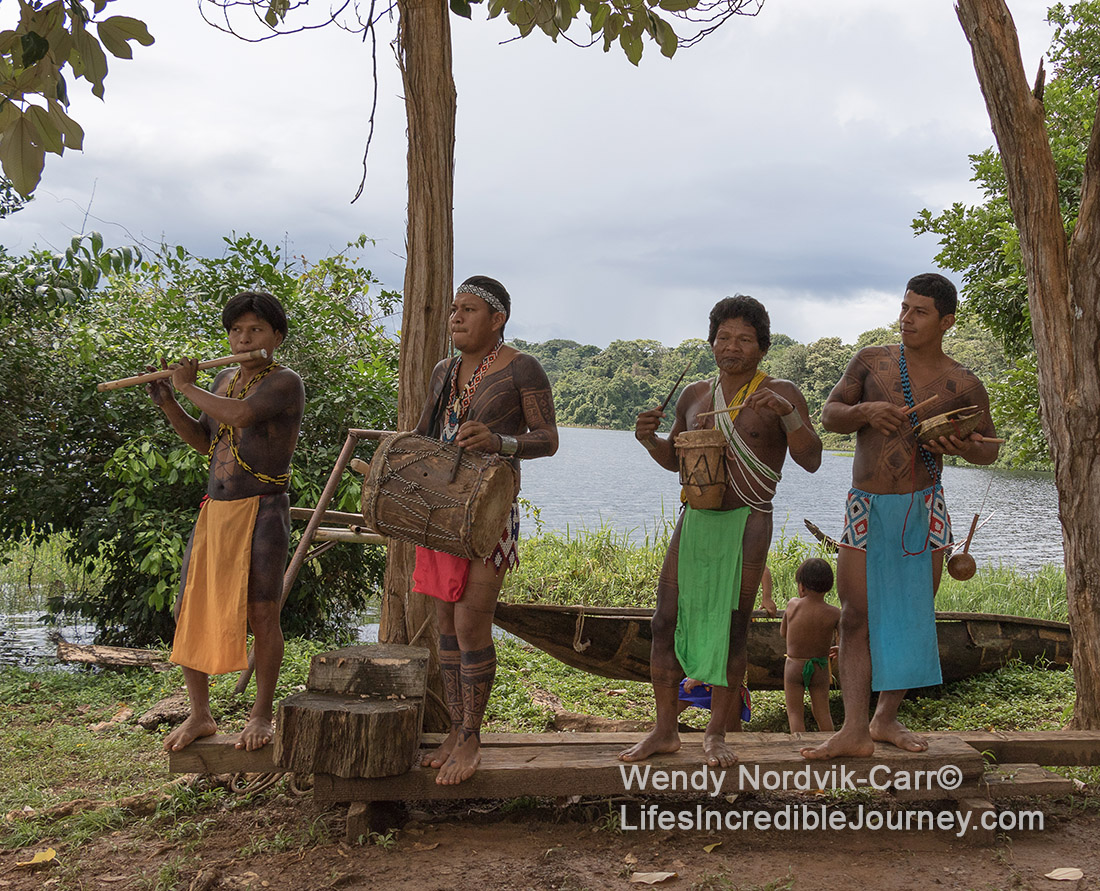 Travel by boat down the rivers near Gatun Lake to visit an authentic Emberá tribe village deep in the jungle of the Panama rainforest. Photo Credit: Wendy Nordvik-Carr©